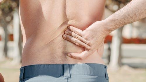 Soigner simplement votre douleur au dos pour retrouver un maximum de confort